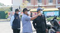 Tiga Anggota DPRD Jatim yaitu Mahfud S.Ag dari PDIP, Mathur Husyairi dari PBB dan Muhammad Aziz politikus PAN. Meninjau lokasi karantina BPWS
