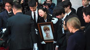 [Bintang] Banjir Air Mata di Acara Pemakaman Jonghyun SHINee