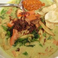 Buat kamu yang lagi cari-cari makanan berkuah, khususnya soto, yuk, mampir ke tempat makan soto yang ada di Jakarta ini. (Foto: YouTube.com)