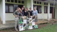 8 turis asal Inggris menjelalajah Taman Nasional Kerinci Sebelat Provinsi Bengkulu, dalam rangka pengumpulan dana bagi penyelamatan kawasan dan habitat Harimau Sumatera.