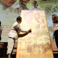 Launching poster film Bumi Manusia (Adrian Putra/Fimela.com)