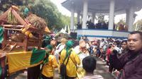 Ribuan warga Garut tumpah ruah menikmati even kegiatan pesona budaya Garut 2019 di Alun-alun Garut (Liputan6.com/Jayadi Supriadin)