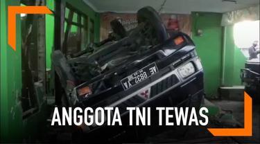 Seorang anggota TNI tewas saat sedang makan di warung setelah ditabrak mobil pikap.