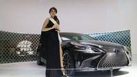Agnes Tiffany menjadi Miss Auto Show 2017. (Herdi Muhardi)