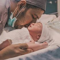 Jumat (18/9/2020), Ammar dan Irish Bella dikaruniai anak berjenis kelamin laki-laki. Perempuan yang akrab disapa Ibel ini melahirkan anaknya dengan proses Caesar. Kelahiran anaknya tentu membuat Ammar bahagia. (Instagram/_irishbella_)
