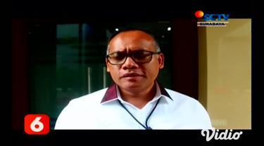 Awkarin memenuhi panggilan Polda Jawa Timur Kamis (5/3) pagi. Ia dipanggil sebagai saksi terkait kasus pembobolan kartu kredit travel online.