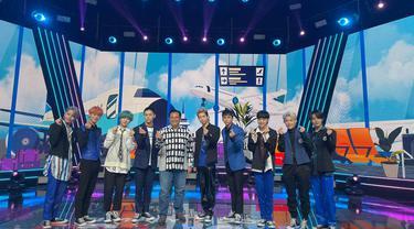 Duta Besar Republik Indonesia untuk Korea Selatan, Umar Hadi saat menjadi tamu kehormatan pada Konser Dunia Bebas Kontak (World Tour Contact-Free) bintang pop Korea (K-Pop) (19/04/2021).