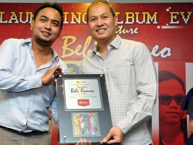 Musisi Bebi Romeo saat menghadiri peluncuran album bertajuk Signature Bebi Romeo di Jakarta, Rabu (3/5/2015). Bebi melakukan kolaborasi dengan penyanyi atas Indonesia dalam menggarap album terbarunya. (Liputan6.com/Panji Diksana)