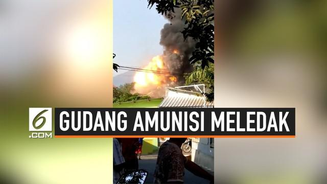 Sebuah gudang amunisi Brimob di Semarang Jawa Tengah meledak Sabtu (14/9/2019) pagi. Ledakan merusak sejumlah rumah dan kendaraan.
