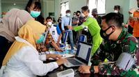 Tekanan darah tinggi, Danlantamal Xlll Kota Tarakan Laksamana Pertama TNI Haris Bima Bayu Seto batal divaksin. (Foto: Siti Hadiani)