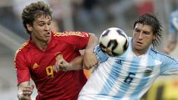 2. Gabriel Paletta - Rafa Benitez memiliki rekor bagus saat mendatangkan pemain dengan posisi bertahan. Namun dirinya gagal saat memboyong bek asal Argentina ini karena sang pemain meredup dan hanya delapan kali membela Liverpool. (AFP/Aris Messinis)