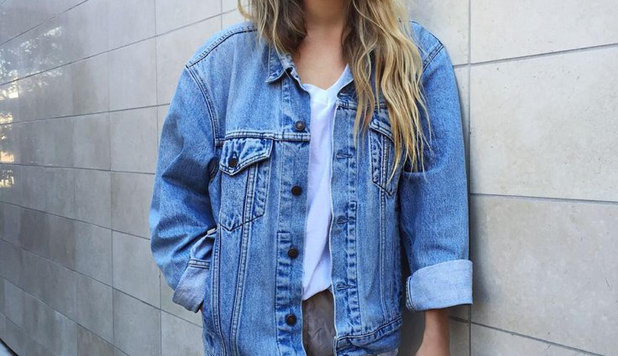 27481c7b7a7 8 Ide Outfit Kece Dengan Jaket Denim Oversized - Fimela Fimela.com