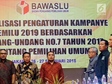 Ketua Bawaslu Abhan (ketiga kiri) menghadiri acara sosialisasi pengaturan kampanye pemilu 2019 berdasarkan undang undang no 7 tahun 2017 tentang pemilihan umum di Jakarta, Senin (26/2). (Liputan6.com/JohanTallo)