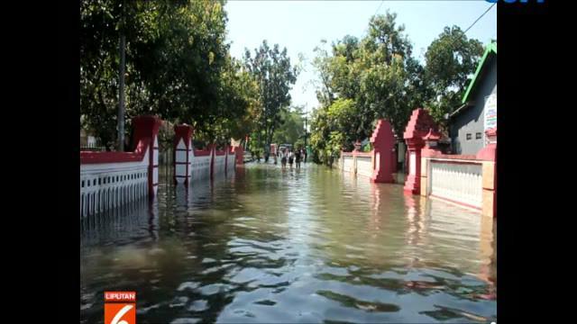 BPBD mengimbau warga untuk segera mengungsi mengingat ketinggian air banjir terus bertambah.