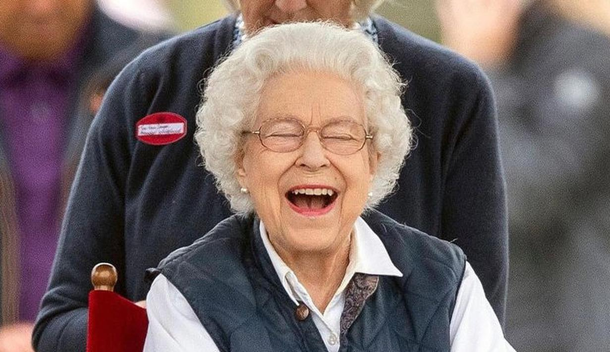 Selama acara berlangsung sang Ratu pun menunjukkan semangatnya dan terlihat dari raut wajahnya yang sumringah. (Foto: Instagram/william_catherine82)