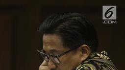 Terdakwa dugaan suap/gratifikasi terkait kerja sama jasa pelayaran yang juga anggota komisi VI DPR RI, Bowo Sidik Pangarso saat menjalani sidang lanjutan di Pengadilan Tipikor, Jakarta, Rabu (28/8/2019). Sidang mendengar keterangan saksi-saksi. (Liputan6.com/Helmi Fithriansyah)