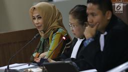 Terdakwa dugaan suap terhadap mantan anggota DPR dari Fraksi Golkar Bowo Sidik Pangarso terkait kerja sama bidang pelayaran, Asty Winasti saat sidang lanjutan di Pengadilan Tipikor, Jakarta, Rabu (31/7/2019). Sidang mendengar keterangan saksi ahli dan terdakwa. (Liputan6.com/Helmi Fithriansyah)