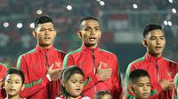 Bek tengah Timnas Indonesia U-19, Julyano (tengah). (Bola.com/Aditya Wany)
