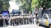 Polisi bubarkan demo Hari Perempuan di Malang. (Dian Kurniawan/Liputan6.com)