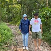 Usia kandungan Zaskia Adya Mecca sudah Sembilan bulan. Pertanda, ia dan Hanung Bramantyo tengah menanti kelahiran anak kelima mereka. 25 Juni 2020 lalu, Zaskia mengunjungi salah satu rumah sakit di Yogyakarta untuk memeriksakan kehamilannya. (Instagram/zaskiadyamecca)