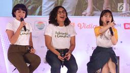 Pemeran film Keluarga Cemara saat memberi keterangan kepada peserta EGTC 2018 di Graha Sanusi Hardjadinata, Universitas Padjajdaran, Bandung, Rabu (5/12). Mereka bercerita seputar proses pembuatan film tersebut. (Liputan6.com/Helmi Fithriansyah)