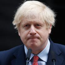PM Inggris, Boris Johnson selesai memberikan pernyataan pada hari pertamanya kembali bekerja setelah pulih dari virus Corona di Downing Street, London, Senin (27/4/2020). Ini menjadi kemunculan pertama PM Johnson di depan publik setelah hampir sebulan terinfeksi COVID-19.  (AP/Frank Augstein)