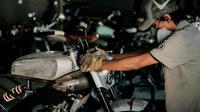 "Proses pembuatan motor custom ""Aka-Tombo"" (Deus Ex Machina)"