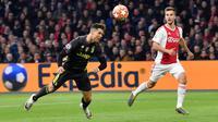 Megabintang Juventus, Cristiano Ronaldo mencetak gol pembuka ke gawang Ajax Amsterdam pada laga pertama perempat final Liga Champions 2018-2019 di Amsterdam Arena, Rabu (10/4). Juventus harus puas bermain imbang 1-1 di kandang Ajax Amsterdam. (AP/Martin Meissner)