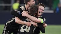 Perayaan gol balasan dari Ajax pada leg kedua laga perempat final Liga Champions yang berlangsung di Stadon Allianz, Turin, Rabu (17/4). Juventus kalah 1-2 Kontra Ajax. (AFP/Marco Bertorello)