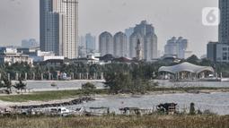 Suasana di lokasi proyek reklamasi perluasan kawasan wisata Ancol, Jakarta, Rabu (8/7/2020). Reklamasi Ancol seluas 155 hektare yang meliputi perluasan Rekreasi Dufan sekitar 35 hektare dan kawasan Ancol Timur 120 hektare menuai polemik dari masyarakat dan nelayan. (merdeka.com/Iqbal S. Nugroho)