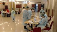 Kemenaker mengajak RS Siloam untuk menggelar 1.000 Rapid Test bagi para pekerja dan buruh di Gedung Serba Guna Kemenaker, Jakarta Selatan (1/5/2020). (Dok Siloam)