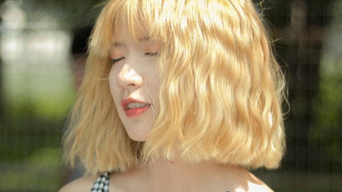 Image Cara Merawat Rambut Blonde yang Rentan Rusak