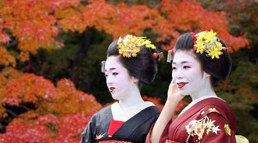 Geisha magang atau maiko di Kyoto, Jepang.