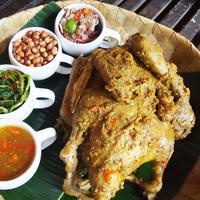 Menu ayam betutu khas Bali. (Liputan6.com/Dewi Divianta)