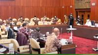 Menteri Kelautan dan Perikanan Sakti Wahyu Trenggono mengikuti raker di ruang Komisi IV DPR RI. (Youtube DPR)