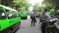 Ratusan sopir angkot di Kota Bogor menggelar aksi mogok. Mereka menuntut pengembalian rute angkot seperti semula (Liputan6.com/Achmad Sudarno)