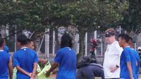 Pelatih Persib Robert Rene Alberts tak akan banyak mengubah gaya bermain Maung Bandung. (Huyogo Simbolon)