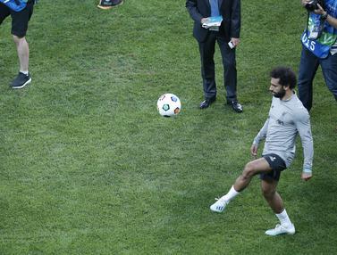 Momen Bocah Tanpa Kaki Unjuk Kebolehan di Depan Mohamed Salah