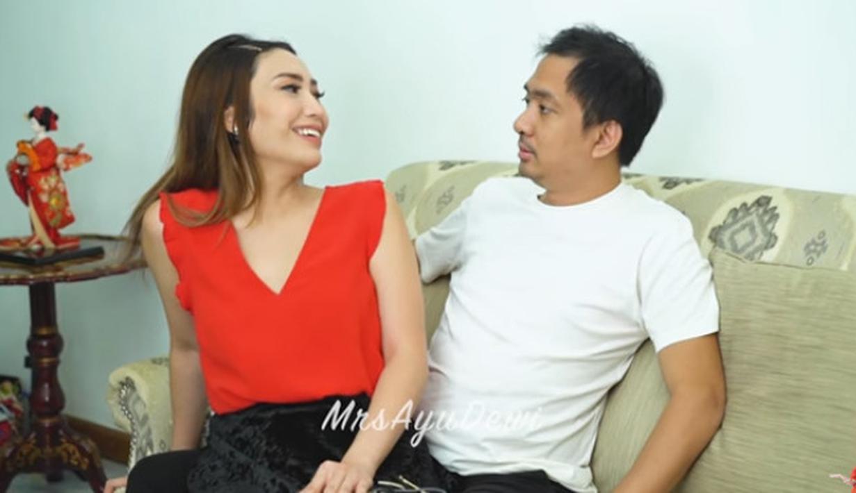 Ayu Dewi dan Regi Datau (Youtube/MrsAyuDewi)