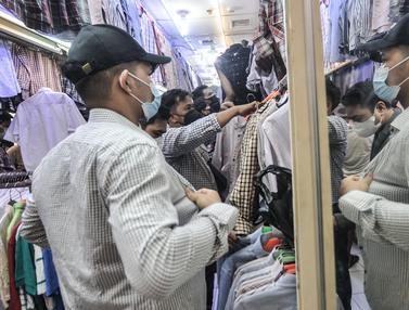 Jelang Lebaran, Bursa Pakaian Impor Bekas Ramai Diburu