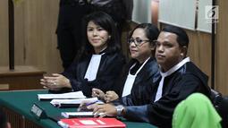 Raut wajah penasihat hukum Basuki Tjahaja Purnama atau Ahok saat sidang perdana peninjauan kembali (PK) di Gedung PN Jakarta Utara, Senin (26/2). Ahok hanya diwakilkan tim pengacara. (Liputan6.com/Arya Manggala)