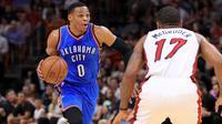 Russell Westbrook mengukir triple-double ke-15 saat Oklahoma City Thunder bekuk Miami Heat, Selasa (27/12/2016) waktu setempat. (Bola.com/Twitter/OKC_Thunder)