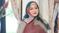 Gaya Aurel Hermansyah Dalam Balutan Hijab (sumber: instagram/aurelie.hermansyah)