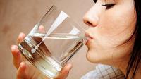 Ahli gizi menganjurkan, saat berbuka puasa, untuk minum air hangat agar tubuh lebih nyaman.