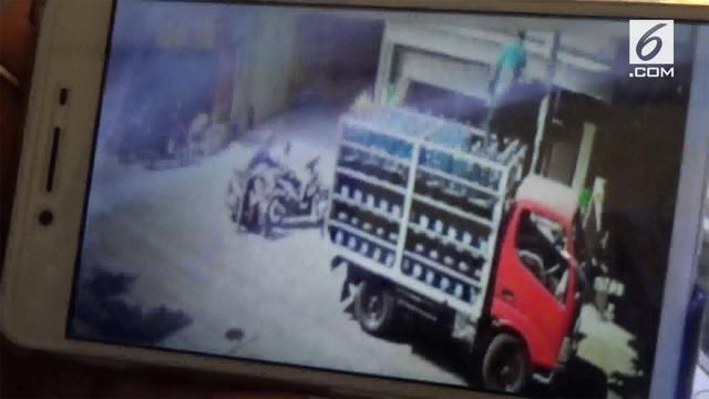 Seorang anak diculik saat sang ibu sedang berbelanja di warung. Diduga pelakunya adalah ayah korban yang diculik.