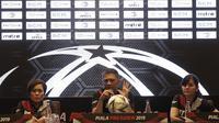 Organizing Committee, Iwan Budianto, memberi keterangan saat pengundian Piala Presiden 2019 di Hotel Sultan, Jakarta, Selasa (19/2). Sebanyak 20 klub akan tampil dalam Piala Presiden yang akan di mulai pada 2 Maret 2019. (Bola.com/M. Iqbal Ichsan)