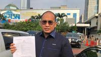 Politikus Partai Gerindra Andre Rosiade usai melaporkan peretasan akun Instagram miliknya ke Polda Metro Jaya, Rabu (10/7/2019). (Merdeka.com/Muhammad Genantan Saputra)