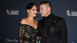 Penyanyi Jessie J dan aktor Channing Tatum menghadiri Pre-Grammy Gala dan acara penghormatan untuk ikon industri musik di California, Minggu (25/1/2020). Dua bulan setelah putus, kini pasangan tersebut kembali memamerkan kemesraan mereka di red carpet. (Jon Kopaloff/GETTY IMAGES/AFP)