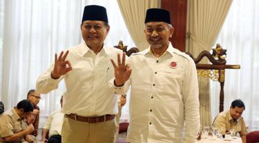 Pasangan Cagub Jawa Barat dari Partai Koalisi Asyik, Sudrajat-Ahmad Syaikhu saat pertemuan dengan Partai Gerindra, Jakarta, Kamis (1/3). Pertemuan membahas kesiapan Pilkada Jabar yang akan dilaksanakan serentak, 27 Juni 2018. (Liputan6.com/Johan Tallo)