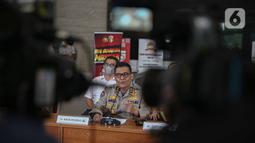 Kadiv Humas Polri Irjen Argo Yuwono memberikan keterangan dalam rilis Kasus Kebakaran Kejagung di Bareskrim Mabes Polri, Jakarta, Jumat (13/11/2020). Kali ini periksa penyidik mencari tahu soal pemasangan aluminium composite panel (ACP) di kantor tersebut. (Liputan6.com/Faizal Fanani)